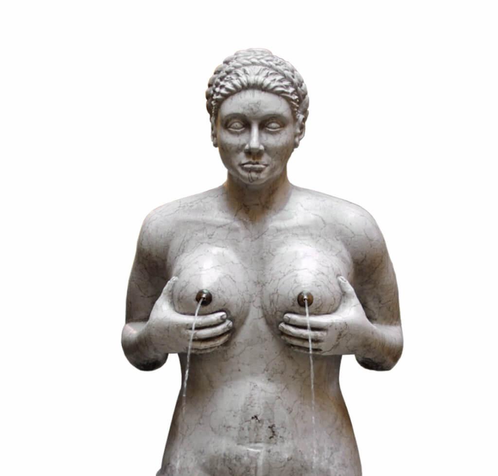 乳首の銅像