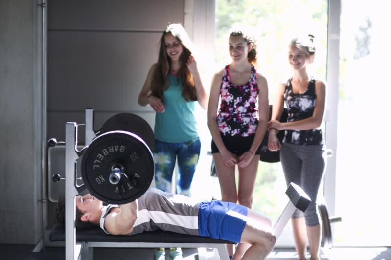 週 3~ 4回の胸トレーニングのメニュー